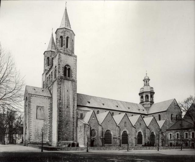 Der Hildesheimer Dom um das Jahr 1900.