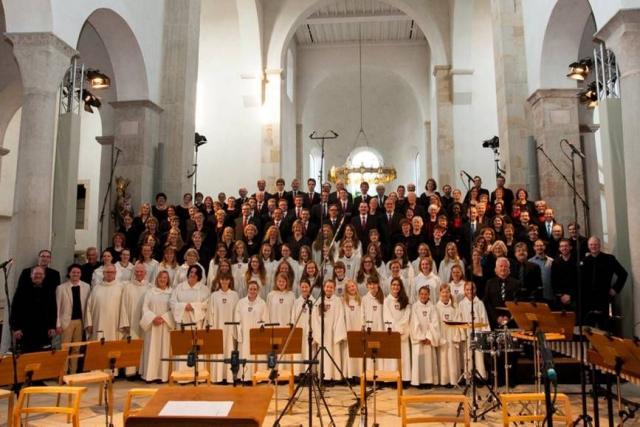 """Die Hildesheimer Dommusik vor der Uraufführung des Oratoriums """"Lux in tenebris"""", Mai 2015"""