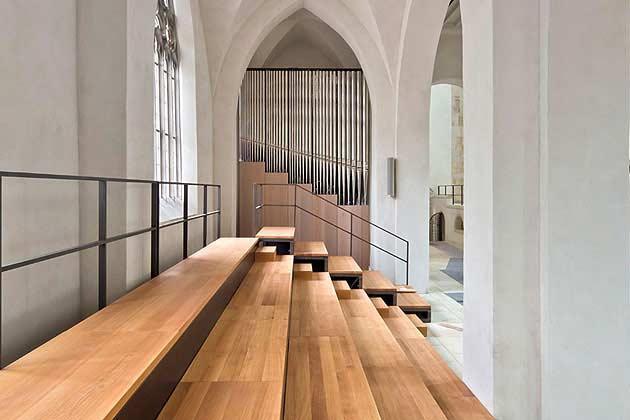 Die Chororgel des Hildesheimer Doms in der Seitenansicht.