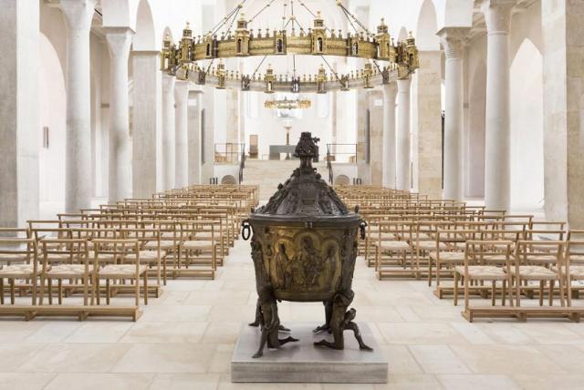 Das spätromanische Taufbecken des Hildesheimer Doms